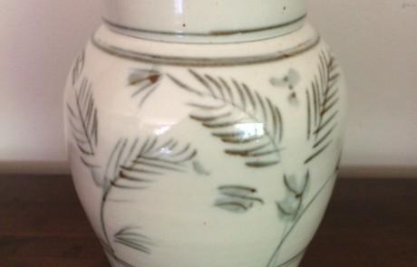 Esias Bosch, A Porcelain Lidded Jar (h: 26cm)